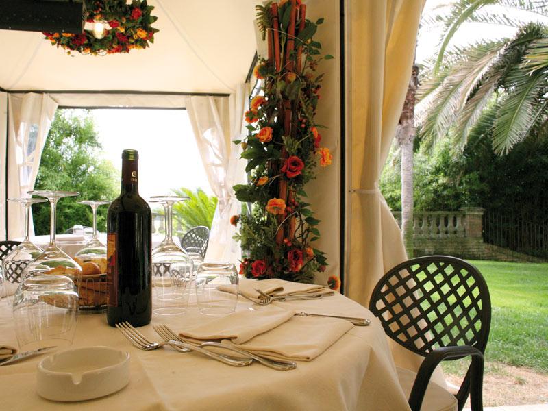 Location matrimonio con ristorante per sposarsi ad ascoli piceno villa picena nelle marche - Il giardino d estate ...
